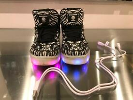 559e2a608a053 Kids Skechers Energy 2.0 with lights Glow in dark Size 11