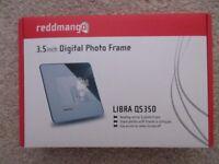 Never used, still boxed 'reddmango' Libra QS350 Digital Desktop Photo Frame.