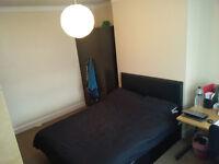 Clean & quiet double room.. Across the road from ReDBRiDGe uNDeRGRouND!!