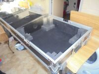dj flight case with wheels for a pair of decks and controler.