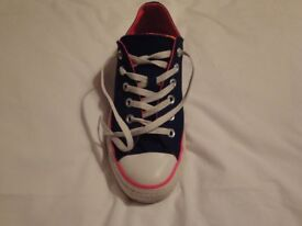 CONVERSE - SIZE 7 - WORN ONCE
