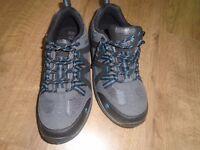 Walking boots size 5 Gelert