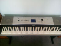 Yamaha DGX520 full size digital piano