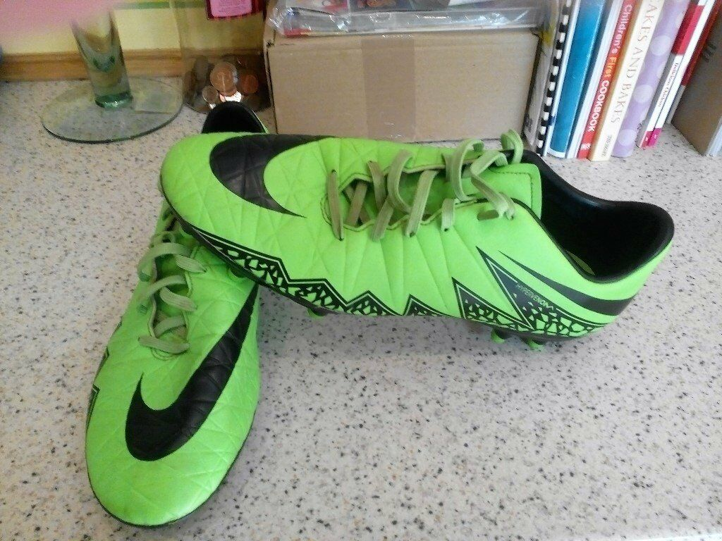 MENS/BOYS NIKE FOOTBALL BOOTS/SIZE 9.5/EXCELLENT CONDITIONin Bournemouth, DorsetGumtree - GREAT PAIR OF BOYS/MENS NIKE FOOTBALL BOOTS,SIZE 9.5,EXCELLENT CONDITION. I HAVE OTHER LISTINGS OF BOOTS,TRAINERS,CLOTHING. NO TIME WASTERS PLEASE!!