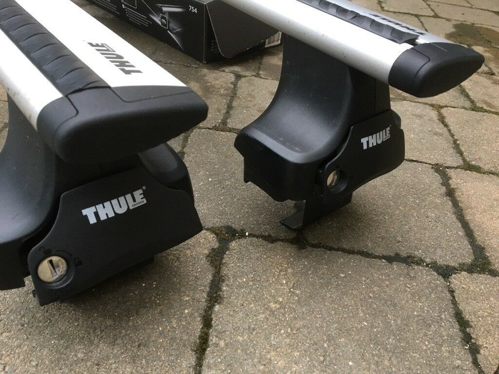 Thule roof bars and feet - sized for a Range Rover Evoque hatchback
