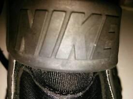 Black nike huraches size 5