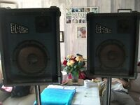 Amp and speakers ideal for bands karaoke etc