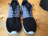 Nike Black and Grey Roshes