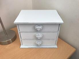 Small white drawers - perfect for jewellery ect