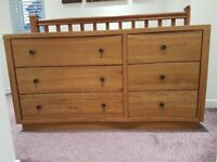 Solid Oak Chest of Drawers (Like New)