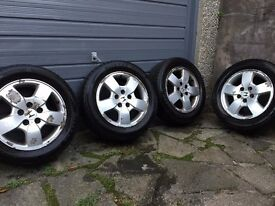 4x Winter Tyres 205/60 R16 92H LM-32 Bridgestone Blizzak on Honda HRV wheels
