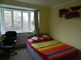 Double room to rent very close to Grove Park Station