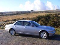 4.2 V8 Jaguar SE Full MOT and Service History. Low mileage