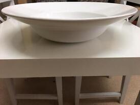 Large white serving bowl/ fruit bowl