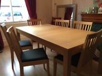 Oak dining table and chairs for 6 extends to 8. Great condition