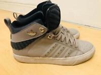 Men Adidas shoes size 7