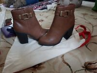 WOMENS BRAND NEW SIZE 5 TAN BOOTS