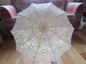 Lace parasol in cream