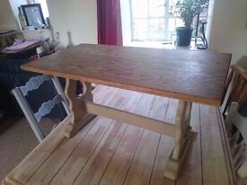 Lovely coffee table, painted annie sloan legs