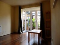 Spacious 2 BED flat near Canary Wharf accepting DSS Must SEE!!!