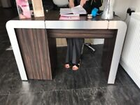 REM manicure table and trolly