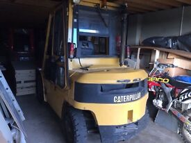 Caterpillar Forklift dp 40 genuine machine Perfect for export