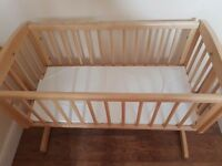Mothercare swinging crib with mattress,perfect condition