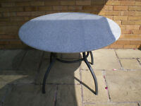Kettlet granite table