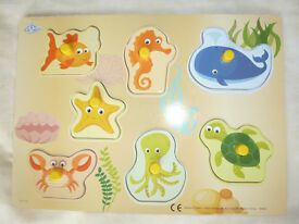 CHILD'S WOODEN JIGSAW PUZZLE