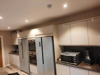 BRAND NEW, TOP QUALITY, SPACIOUS EN SUITE DOUBLE ROOM IN TOWNHOUSE , CENTER OF RUGBY.