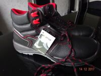 Mens Modern Safety Boots Size 12 (New).