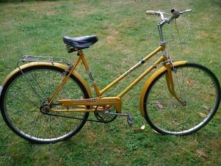 LADIES GOLD TOWN BIKE 20IN FRAME 3 GEARS VINTAGE PUCH AUSTRIA DUTCH BIKE ROAD BIKE
