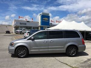 2015 Chrysler Town & Country S WAGON 4DR, LEATHER, NAVIGATION!!