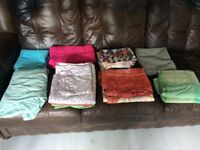 Assorted bed linen (single fitted, duvet covers and pillow cases)