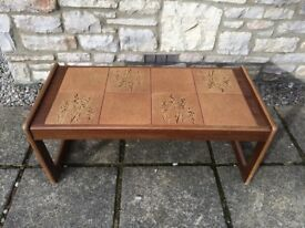 RETRO 1960s ANTIQUE VINTAGE GENUINE TILED INLAID TOP COFFEE SIDE TABLE