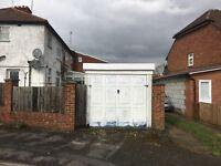 Detached garage to let