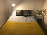 Spacious double bedroom close to New Cross Gate Station and Goldsmith Uni.