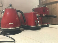 DeLonghi Icona Coffee Maker, Toaster and Cordless Kettle set