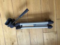 Hama Camera Tripod with built in spirit level. Excellent condition. Grab a bargain.