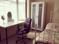 Large,bright,clean Double room in Edgware.