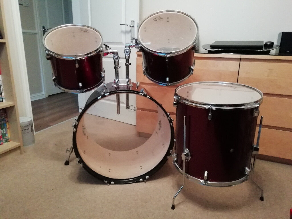 drum kit with 22 bass drum two mounted toms 12 14 and floor tom 16 in bathgate west. Black Bedroom Furniture Sets. Home Design Ideas
