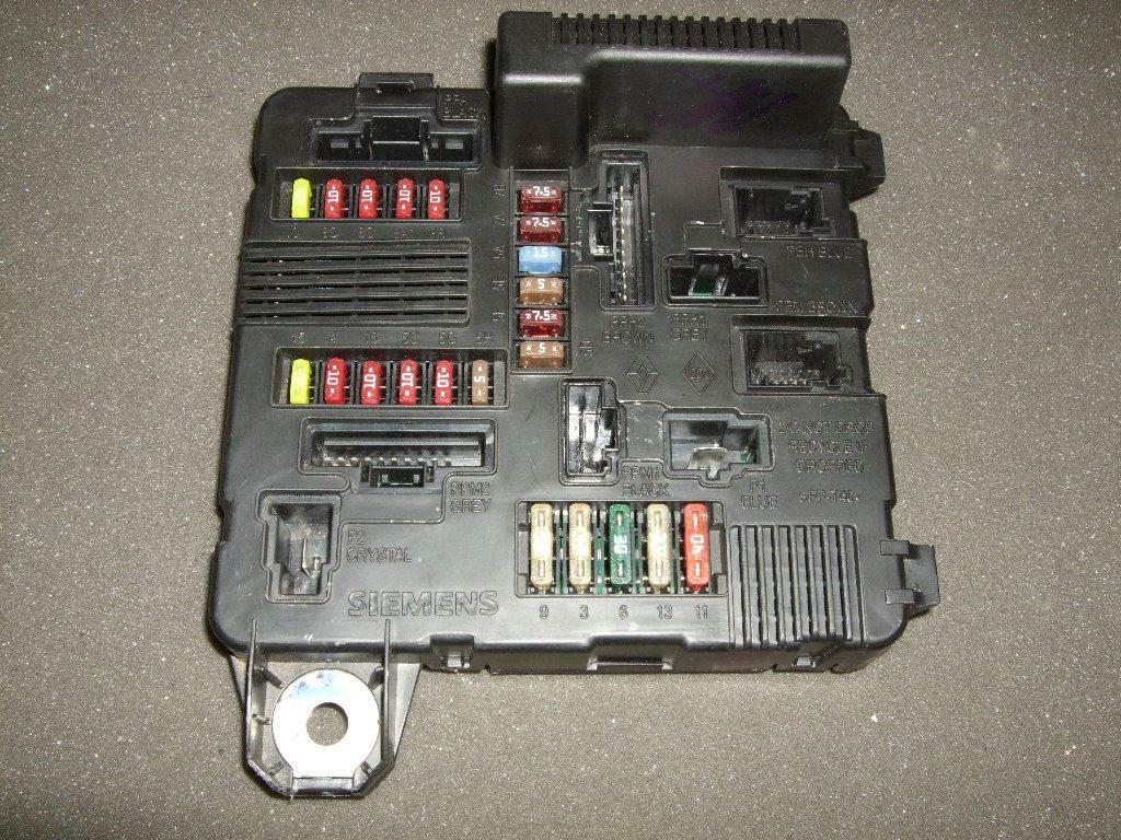 Renault Megane Scenic Under Bonnet Fuse Box Fusebox Unit  8200306033b  S118399300 K