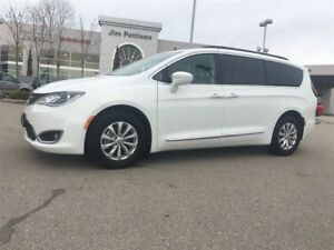2017 Chrysler Pacifica Touring-L AWESOME PRICE