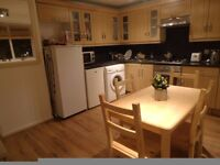 DOUBLE ROOM. 3 MIN TO TUBE! FAST BROADBAND. WALK IN WARDROBE. AVAILABLE NOW