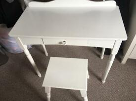 Girls dressing table/desk & stool - GLTC