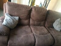 3 seater brown recliner sofa comes in 3 pieces as a slight tear at the side hence the price