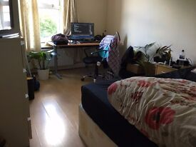 Spacious two bedroom flat to rent in Peckham Rye for Professionals