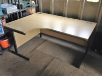 OFFICE/COMPUTER DESK FOR HOME OR BUSINESS USE