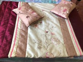 Throw and cushions set