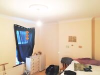 Very Large Double Room Near Heathrow Airport Walk to Hounslow West Station